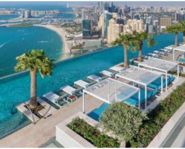 A világ legmagasabban fekvő végtelen medencéje Dubajban található – avagy varázslatos kilátás 294 méteres magasságban