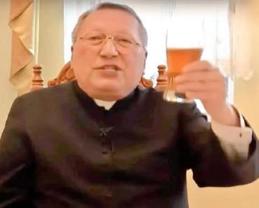"""A pap azt üzeni a nőknek, akiket a férjük bántalmaz: """"A válás nagyobb bűn! Imádkozzatok a gazemberért és fogadjátok vissza!"""""""